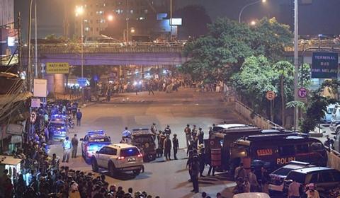 印尼雅加达发生2起自杀式炸弹袭击 至少5死10伤暂无中国公民伤亡报告